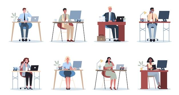 サラリーマンセット。オフィスでのビジネスマンのキャラクター。別の仕事をしているスーツを着た人。職場の従業員。孤立したフラットベクトル図