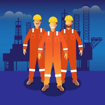 Нефтегазовый служащий перед офшорным рабочим местом