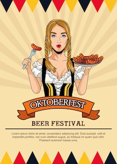 Празднование октоберфеста с красивой женщиной, едящей колбасу