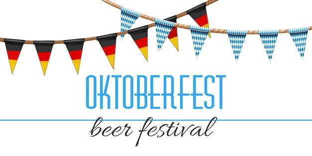オクトーバーフェストの装飾。ドイツとバイエルンの旗の伝統的な色で飾られたビール祭り。青白の市松模様の花輪とドイツのトリコロール。