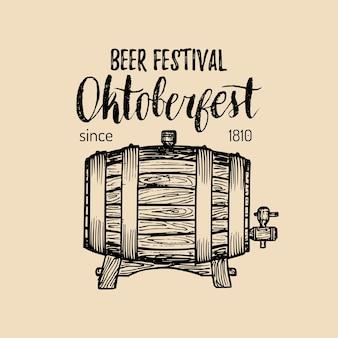 Этикетка октоберфест. знак фестиваля пива с рукой набросал деревянную бочку. старинный значок пивоварни. символ wiesn.
