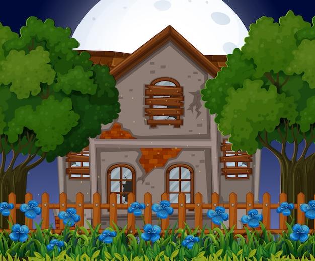 Старый кирпичный дом в ночное время