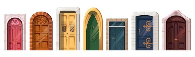 Старые средневековые двери в каменной арке для фасада здания