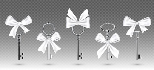 묶인 된 흰 나비와 오래 된 실버 키