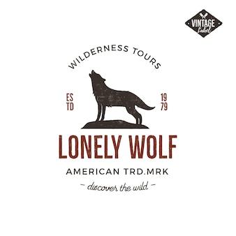 늑대와 타이포그래피 요소가있는 이전 스타일의 야생 레이블.