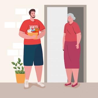 음식, 자선 및 사회 복지 기부 개념을 가진 남자 자원 봉사 지주 기부 바구니와 늙은 여자