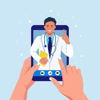 医師とのオンライン相談。仮想医療。メッセンジャーのチャットでメディックとタブレットpc画面。コンピューターを使用してセラピストにビデオ通話する