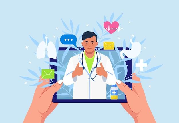 의사와 온라인 상담. 가상 의학. 메신저 채팅에 의료진과 태블릿 pc 화면. 의사와 화상 회의, 치료사에게 전화