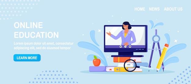 온라인 교육 또는 비즈니스 교육. 화면에 비디오 코스와 전문 개인 교사가 있는 책과 컴퓨터 더미. 교육 웹 세미나, 인터넷 수업, 웨비나를 통한 e-learning