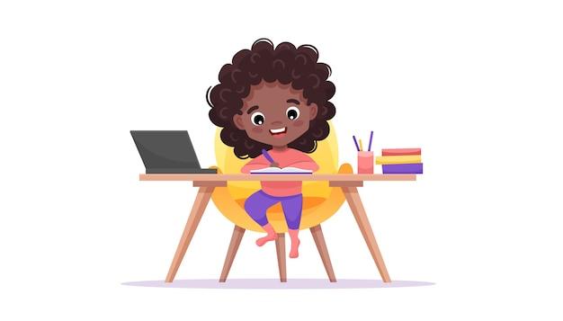 Шаблон веб-сайта онлайн-образования. концепция электронного обучения. афро-американская черная девочка изучает онлайн.