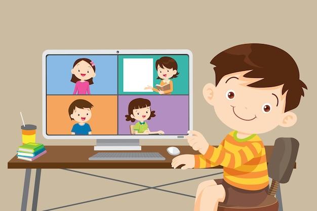 コンピューターを使ったオンライン学習の子供たち