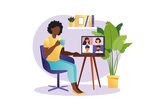 グループ通話によるオンライン会議。同僚や友人と話すコンピューター画面上の人々。イラストコンセプトビデオ会議、オンライン会議または自宅で仕事。フラットスタイルのイラスト。