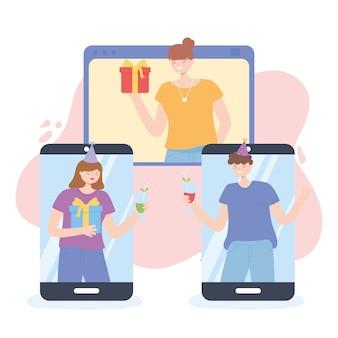 Интернет-вечеринка, друзья празднуют через видеочат с разных гаджетов векторная иллюстрация