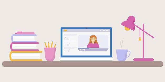 自宅からのオンライントレーニング。コンピューター、電気スタンド、本、カップ、ペン、鉛筆を備えたデスクトップのイラスト。