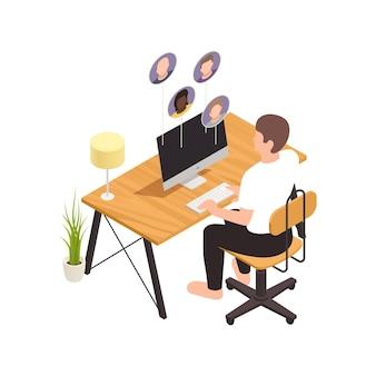 同僚のアバターのイラストとコンピューターのテーブルに座っている男性労働者とアイソメトリック構成を構築するオンライン仮想チーム