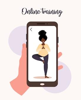 온라인 요가와 스포츠 홈 개념. 모바일 앱으로 운동하기. 전염병 및 검역 기간 동안 건강하고 건강을 유지하십시오. 인터넷을 통해 요가를 가르치는 아프리카 여자의 그림입니다.