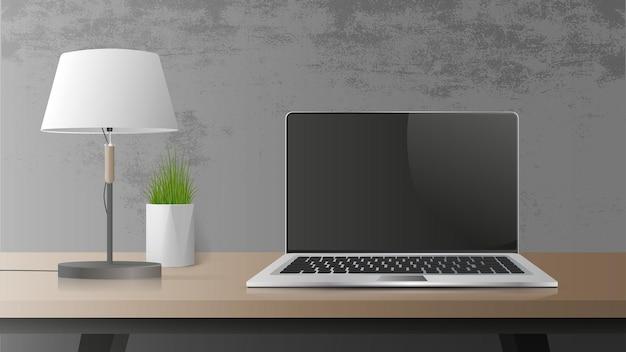 黒い画面でラップトップを開きます。木製のテーブルの上の現代のラップトップ。テーブル、テーブルグリーンの植物、テーブルランプ、ロフトスタイルの職場。
