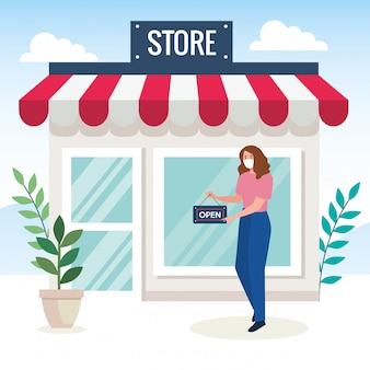 Открыт снова после карантина, женщина с ярлыком открытия магазина, мы снова открыты, фасад магазина магазина