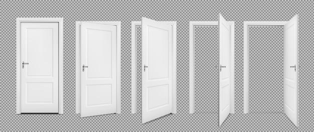Открытые и закрытые реалистичные двери, изолированные на прозрачном фоне