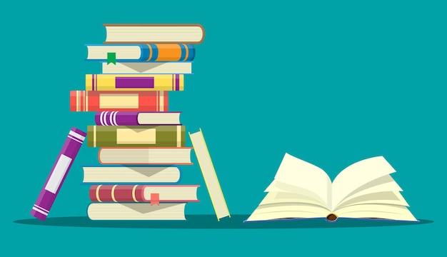 거꾸로 된 페이지와 책 더미가있는 책을 엽니 다.