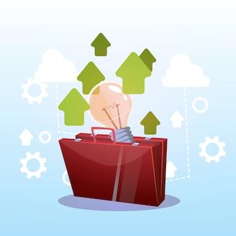 Открытый портфель с лампочкой новая концепция успешной бизнес-идеи