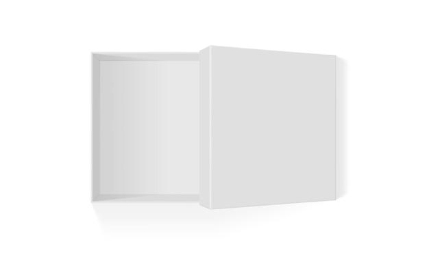 Открытая белая бумажная коробка, изолированная на белом