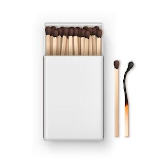 燃やされたマッチのトップビューが白い背景で隔離の茶色のマッチの空白のボックスを開く