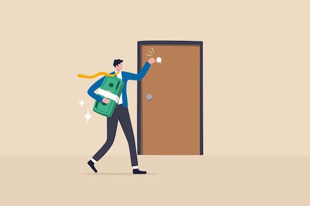 Возможность или деньги стучат в дверь, новый бизнес-шанс или предложение работы и карьеры, возврат инвестиций или концепция дивидендов, богатый бизнесмен, держащий денежные банкноты, стучится в дверь.