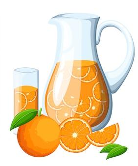 ガラスピッチャーでオレンジ色のフルーツドリンク。オレンジの葉全体とオレンジのスライス。装飾的なポスター、エンブレム天然物、ファーマーズマーケット。白い背景の上。