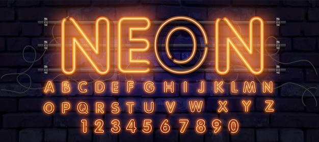 オレンジ色のネオンフォント、完全なアルファベットと数字。輝くアルファベット、電気スタンド、レンガの壁の背景、電気abc。