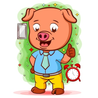 Оранжевая свинья стоит в хорошей рубашке возле часов
