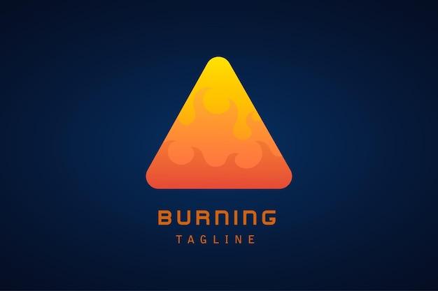 オレンジ色の赤い火の三角形のグラデーションのロゴ
