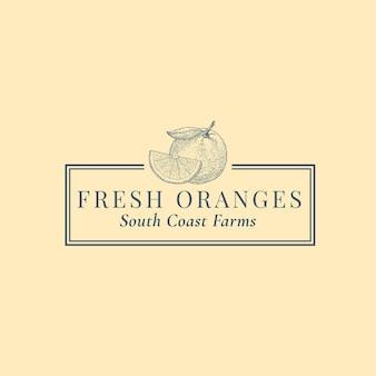 スライスロゴテンプレートとオレンジ。エレガントなレトロなタイポグラフィとフレームの手描きフルーツシルエットスケッチ