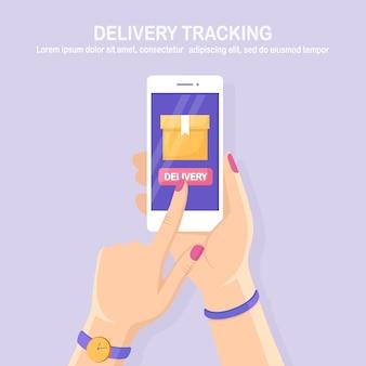 Отслеживание заказа. мобильный телефон с приложением службы доставки в руках доставка коробчатого груза