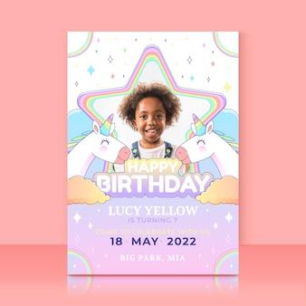 Invito di compleanno unicorno piatto organico