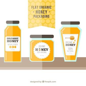 Vasetti di miele biologica nella struttura piatta