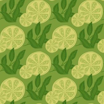 植物のライムのスライスと葉の飾りと有機的なシームレスパターン。緑色の夏の生鮮食品のパターン。紙や布のテクスチャを包むためのグラフィックデザイン。ベクトルイラスト。