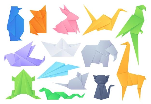 종이 접기 동물. 일본 게임 종이 보트와 비행기, 크레인, 새, 고양이, 코끼리, 토끼를 위한 기하학적 접힌 모양. 공예 취미 벡터 집합입니다. 일러스트 코끼리 종이와 고래, 학과 고양이