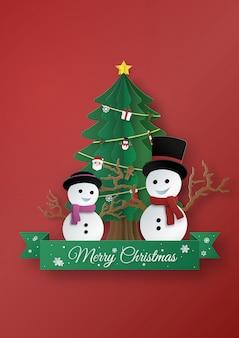 雪だるまと雪の女、紙のアートデザインとクラフトスタイルのクリスマスツリーで作られた折り紙。メリークリスマスのコンセプトです。