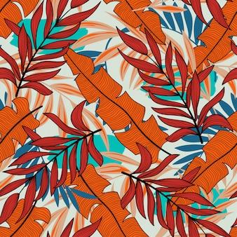 パステル調の背景に明るい色の植物と葉を持つ元のシームレスな熱帯パターン