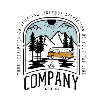 여행 자동차와 야외 모험 복고풍 상징 빈티지 모험 로고 템플릿