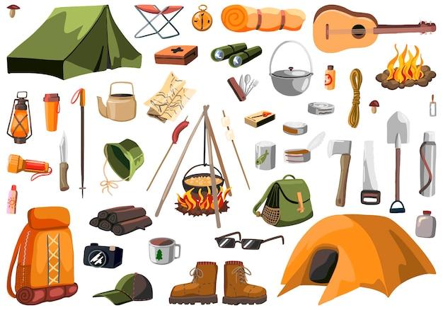 야외 모험 세트, 캠핑 장비, 하이킹, 여행, 관광 테마. 손으로 그린 벡터 일러스트입니다. 다채로운 만화 클립 아트 흰색 절연입니다. 디자인, 인쇄, 장식, 카드, 스티커용.