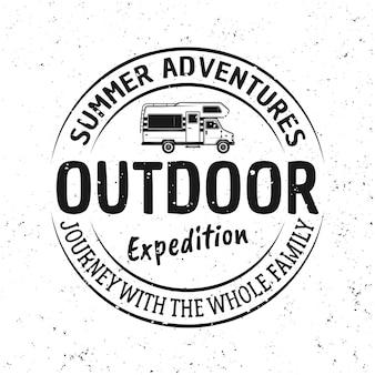 야외 모험 벡터 빈티지 엠 블 럼, 레이블, 배지 또는 로고 흰색 배경에 고립