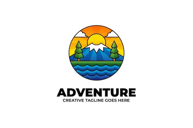 アウトドアキャンプの自然の風景カラフルなロゴ