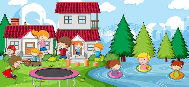 많은 아이들이 놀이터에서 노는 야외 장면