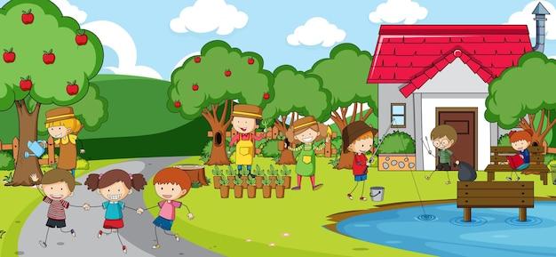 많은 아이들이 공원에서 놀고있는 야외 장면
