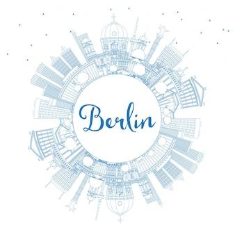 Очертите горизонт города берлин германия с синими зданиями и копией пространства. векторные иллюстрации. деловые поездки и концепция туризма с исторической архитектурой. городской пейзаж берлина с достопримечательностями.