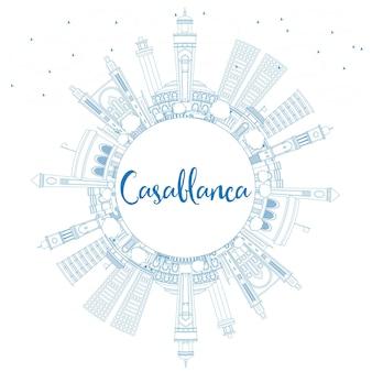 青い建物とコピースペースでカサブランカのスカイラインの概要を説明します。ベクトルイラスト。歴史的な建築とビジネス旅行と観光の概念。プレゼンテーションバナープラカードとwebサイトの画像。