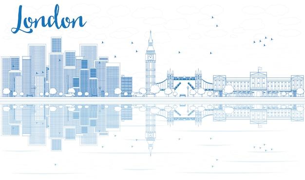 Контур лондонского горизонта с голубыми небоскребами и отражениями.