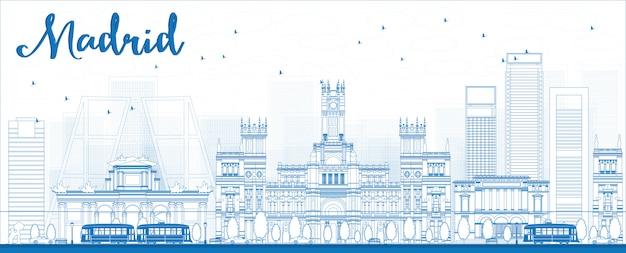 青い建物とマドリードのスカイラインの概要を説明します。